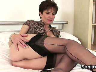 Cheating british milf lady sonia showcases her giant tits
