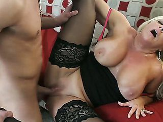 Alexis Golden gets hardcored by hot guy Bill Bailey