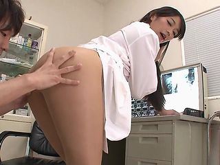 hot doctor gets her man to fuck
