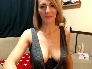 Mature Wet Woman Masturbation On Cam Show