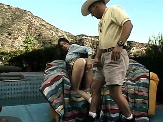 Close up Outdoor bdsm dorm handjob