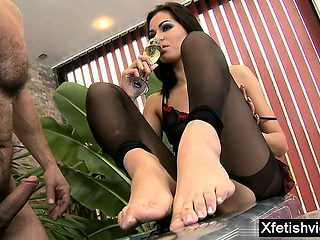 Hot pornstar foot fetish with cumshot