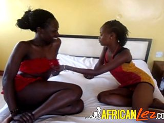 Strapon African Lesbians Bang It Out