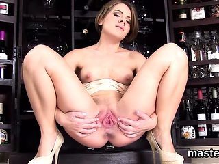 Wicked czech girl stretches her yummy cunt to the extreme