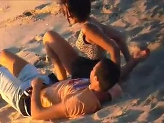 Real Voyeur Video Couple Caught Fucking On An Empty Beach