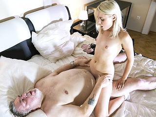 Old man has great sex with his younger girlfriend