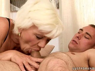 Mature porn girl takes a dream shower in cumshot action
