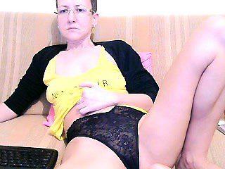 Amateur Milf Peeing Through Lacie Panties