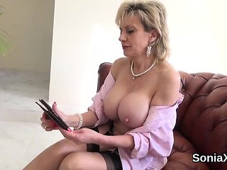 Unfaithful british milf lady sonia flaunts her heavy hooters