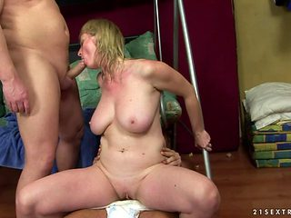 Milf with massive boobs sucks like a first rate hoe in steamy oral action with horny guy