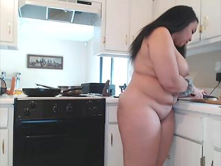 BBW Know Her Way Around The Kitchen