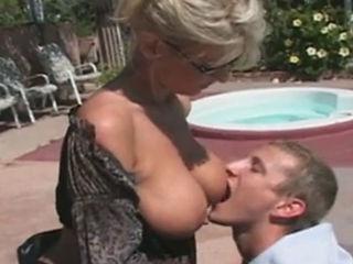 Blonde Mature Vicky Vogue Having Sex With Skater Boy