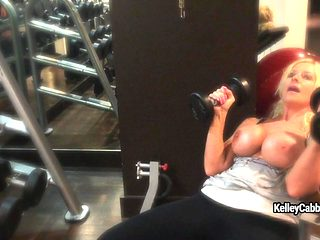 Fitness model Kelley Cabbana shows her perfect boobs in the gym